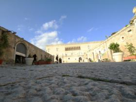picture of the courtyard of Donnafugata castle