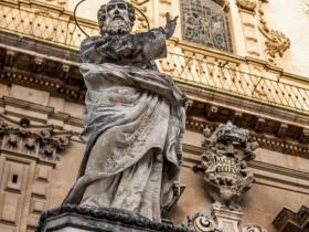 statue of San Pietro's church of Modica